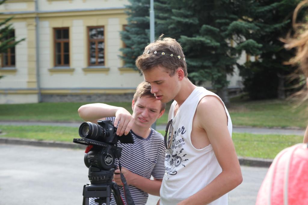 Za kamerou